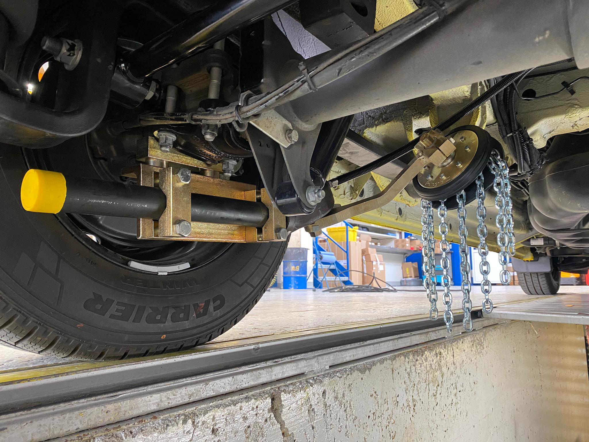 Rud bietet ein Schleuderkettensystem mit dem Rotogrip Light Truck (LT) für leichte Nutzfahrzeuge wie Krankenwagen